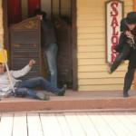 Ruslan interpreta il ruodo del becchino
